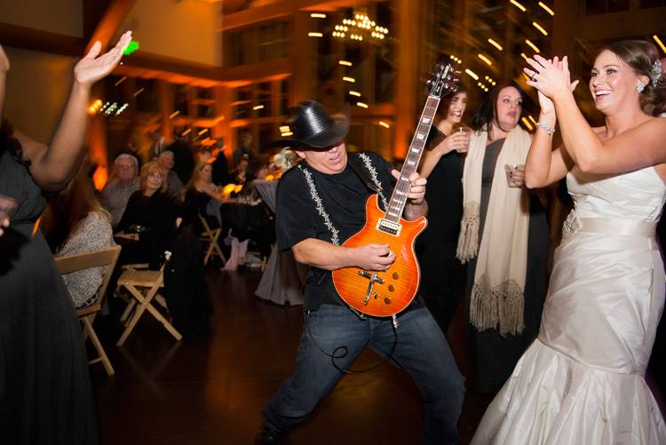 Learning how to book wedding gigs for your band
